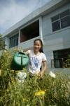Shuming watering plants